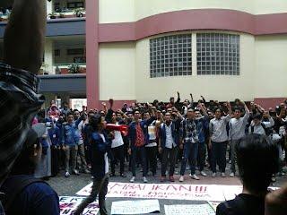 Pengumpulan masa Demonstrasi di salah satu Fakultas (18/5)