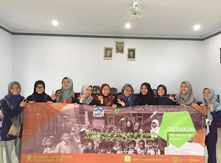 Delegasi relawan gerakan Ayo Mengajar melakukan foto bersama
